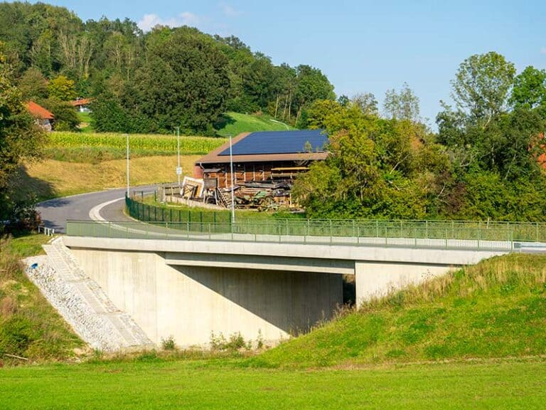 Brücke über den Simbach
